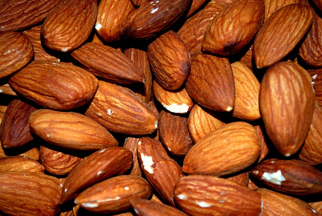 Are Almonds Good for Weight Loss? How Many Almonds Should You Eat in a Day? Is Eating Too Many Almonds Dangerous?
