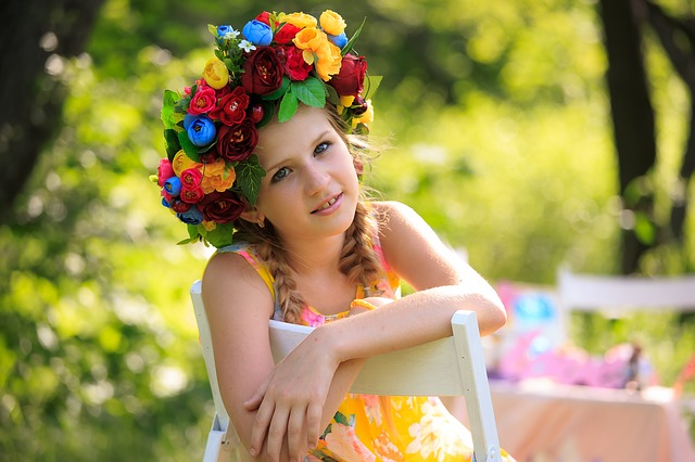 small girl wearing a flower hat