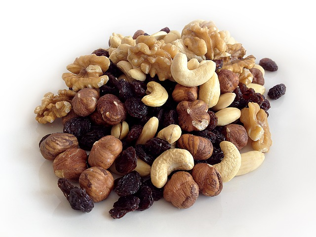 many different nuts with hazelnuts