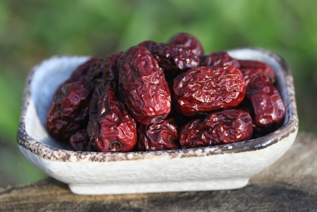 how many cup of dates per day