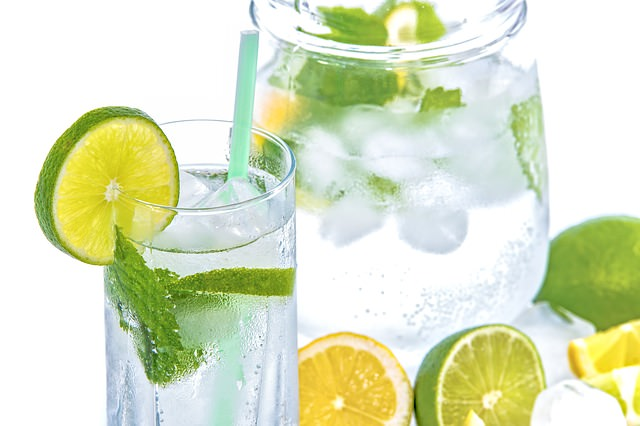 11 Health Benefits of Drinking Lemon Water in the Morning Daily