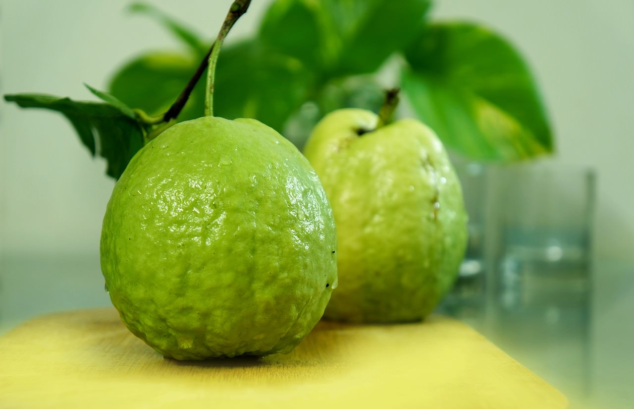 15 Amazing Health Benefits Of Eating Guava (Amrood)