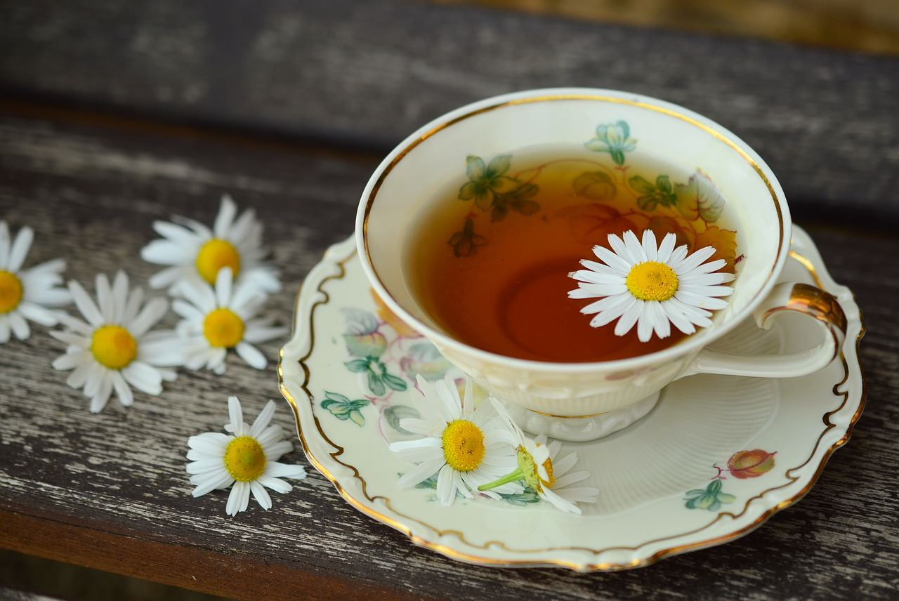 Camomile Tea: 21 Health Benefits of Chamomile Tea & Its Side Effects