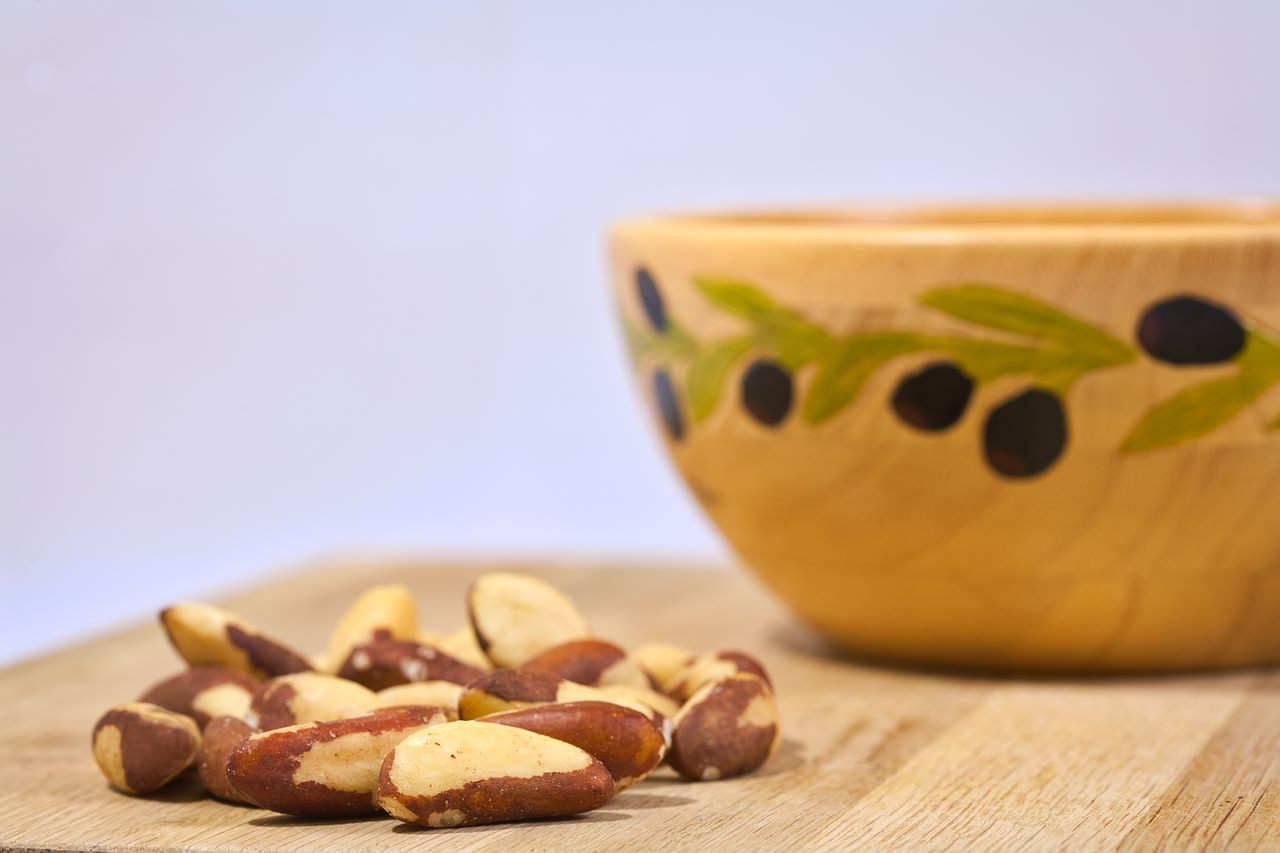 21 Amazing Health Benefits of Eating Brazil Nuts & Its Side Effects